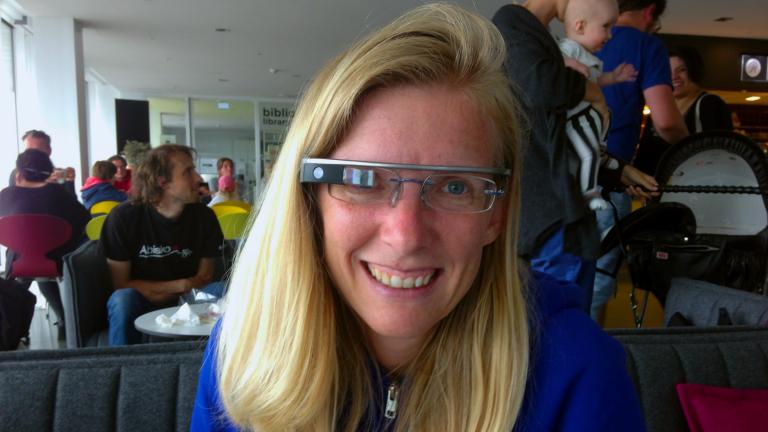 Isa Jahnke wearing google glasses